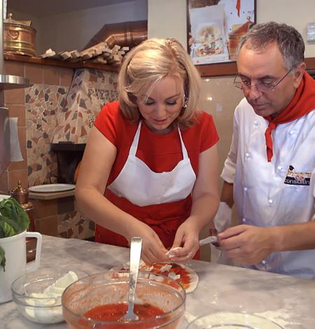DoI-S1---Naples---Kathy-Makes-Neopolitan-Pizza-2